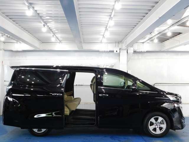 高級ワゴンに必須アイテムの両側電動スライドドア装着です