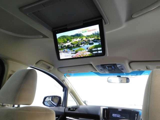 驚きの大型12型天井モニターTV付きです