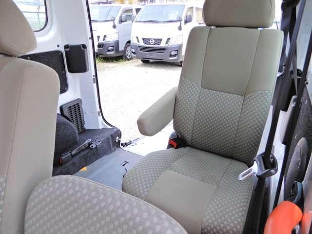 福祉車 車いすスロープ 固定装置 禁煙法人ワンオーナー 左オートステップ 乗車定員7人乗り バックモニター 車検R4年3月31日迄 手すり 鑑定済み 両側スライド5D 外装ポリィッシャー磨き済み