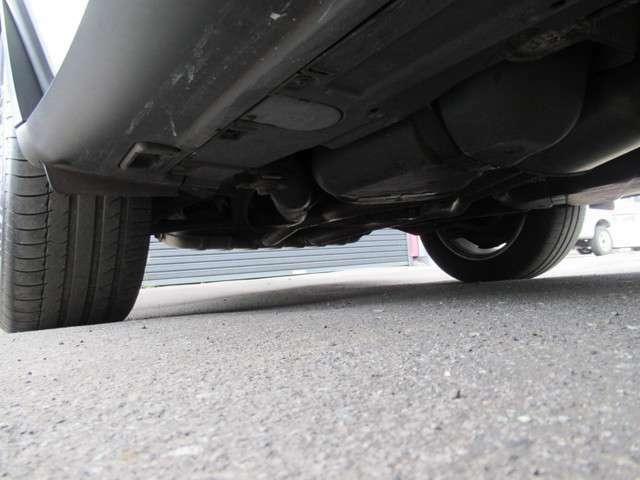 SUVの限定インテリア空間です、内装も綺麗な安全性充実のエンジンストップ機能で人気のブラッシュアルミニウムインテリア内装です