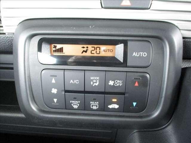 四季を通じて車内を快適に保つオートエアコンを装備しています。