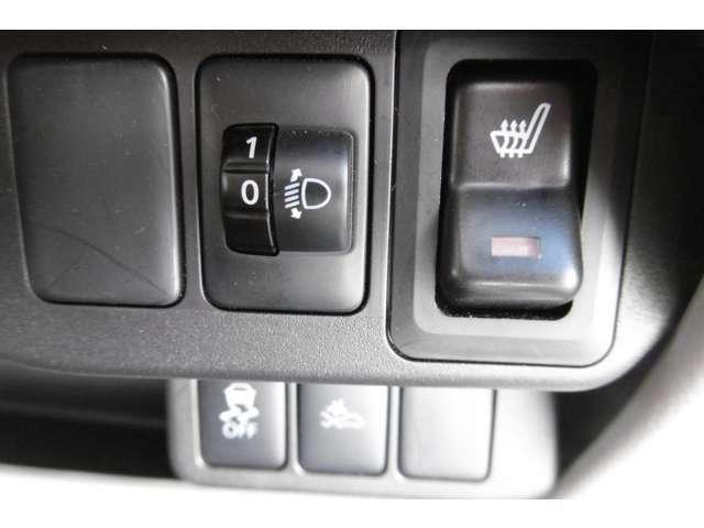運転席にはシートヒーターがついています