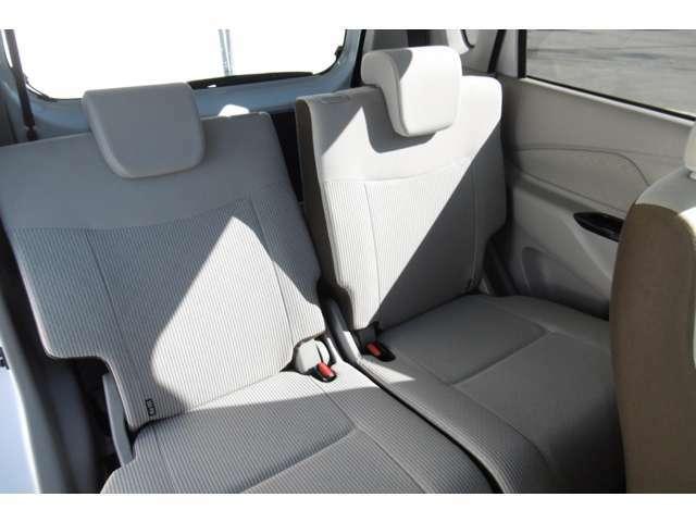 リアシート、リクライニングしますから長距離ドライブもゆったり座って行けます