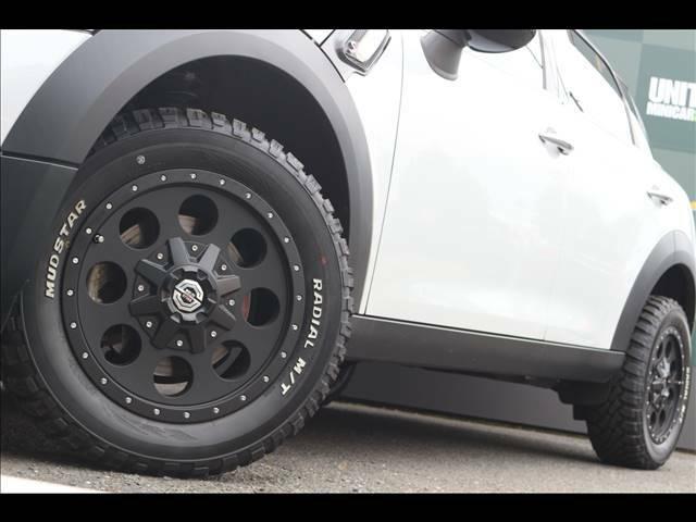 ソリッドレーシング アイメタルX16インチアルミホイールが装備されております。215,000円(税別)が車両価格に含まれております。