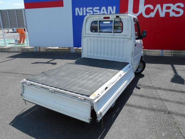 荷台のあおりは倒す事ができるので荷物も載せやすいです。