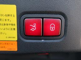 ●パワートランク『トランク開閉をボタン一つで自動操作してくれます!手に荷物がいっぱいの時など、利便性の高い装備ですね♪』