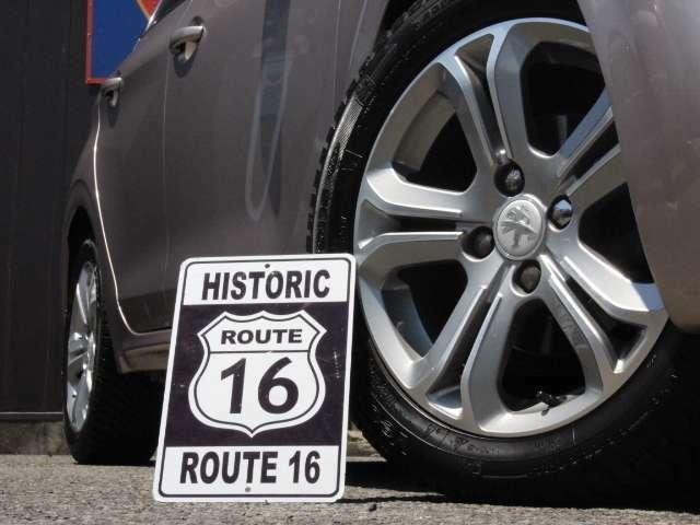 16インチアルミホイール。4seasonタイヤをはいておりますので冬場も安心ですね!
