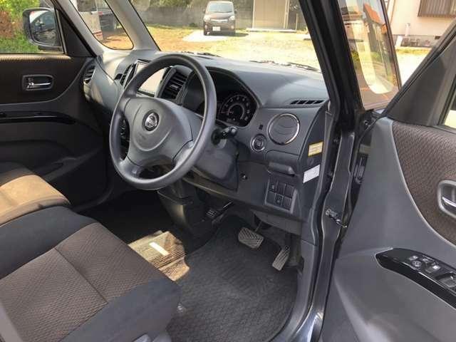車内におタバコの臭いやシートに焦げ穴等もございません。