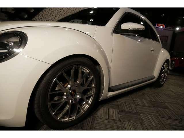 車高調キットを装備しローダウンされたボディにBBS風のホイールがとてもセンス良く収まっております!