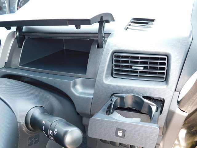 運転席側の収納スペース