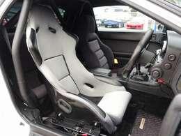 運転席は人気のフルバケットシートに変更済み。セーフティー21製5点式ロールバーでボディ補強もバッチリ!総額カスタム費用も200万円以上かかった弊社一押しの希少価値の高い一台となります。