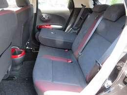 分割可倒式リヤシートで荷物の載せ方もいろいろアレンジできます。リアシートは使用感も少なくキレイです。