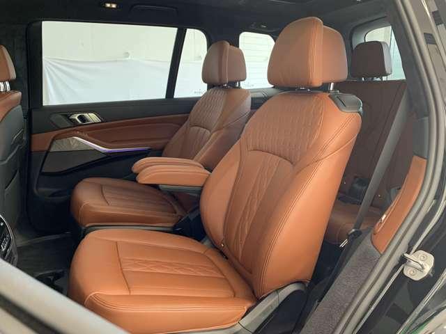 【助手席シート】運転席シート同様長時間乗車・スポーツドライビングでも疲れにく形状シートを装備しております。