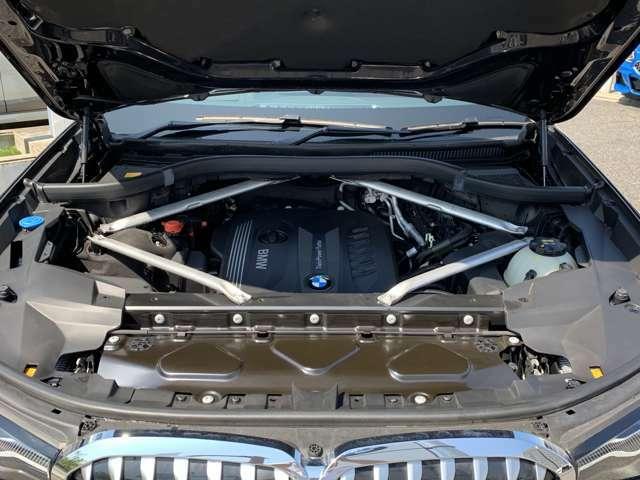 【BMWクリーンディーゼル】市場をリードするディーゼルエンジン。低回転ステージ専用ターボが走り出しから効果的に過給を行いスムーズな発進加速や低燃費を実現。ディーゼルの常識を超えたスポーティな走りを!