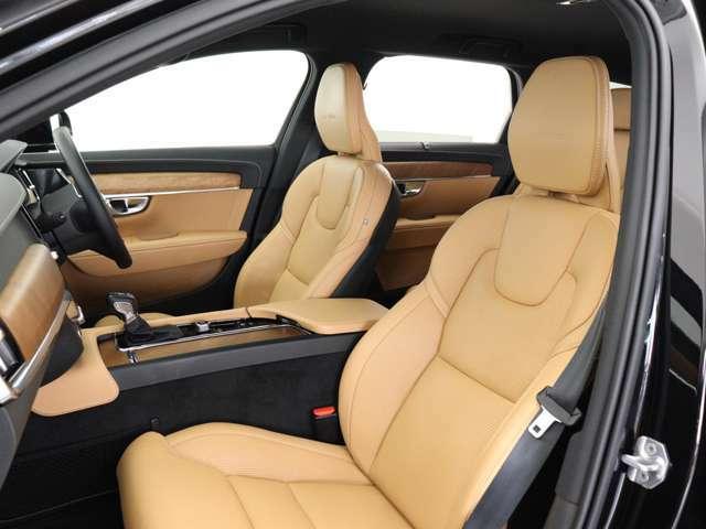 フロントシート4ウェイの電動ランバーサポートや電動クッション・エクステンションを備えます。またベンチレーション機能やリラクゼーション機能も装備、ロングドライブでも快適にお過ごしいただけます。