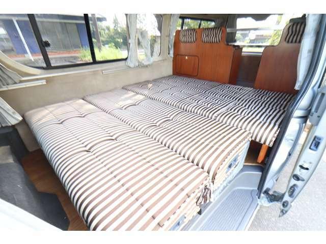 ダイネットはベッド展開可能です! サイズは190cm×150~165cmです。