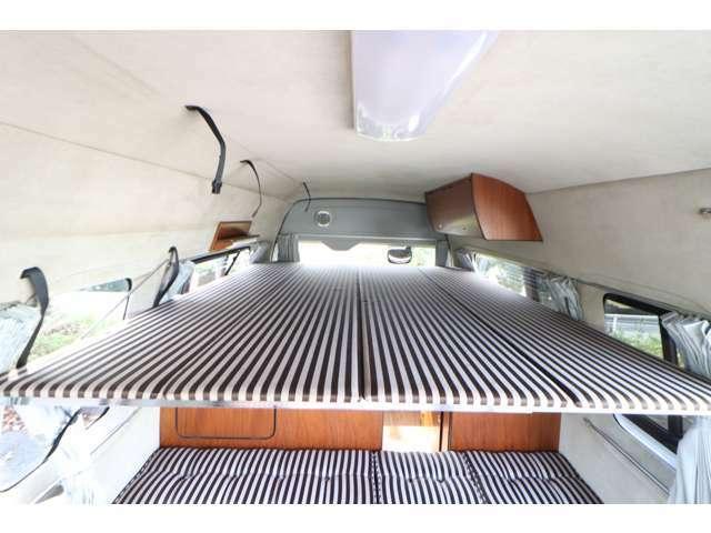 ハイエースの中でも室内のスペースを有効的に使った2段ベッドモデルです〇