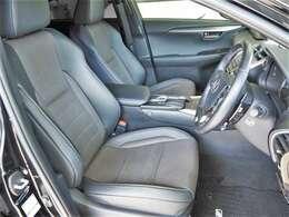 専用黒革スポーツシート/シートヒーター・エアコン(運転席・助手席)/パワーシート/シートメモリ/パワーイージーアクセス