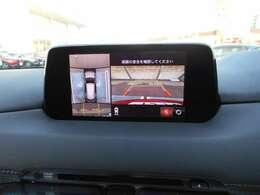 360°モニターで車庫入れをサポートします