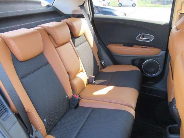 座り心地の良いシートをゆったり配置し、2列目シートの足もとスペースにもゆとりがあります。