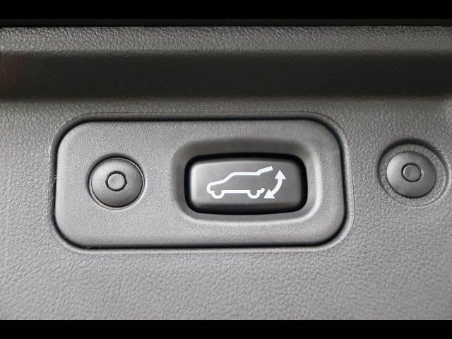 ボタン一つでリアゲートの開閉が可能な「パワーバックドア」を装備しています。