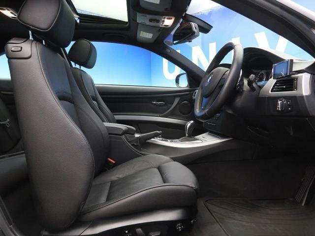 ●革シート:ブラック●パワーシート●シートヒーター『ゆったりとしたドライバースペースで、長時間の運転でも快適にお過ごしいただけます。』