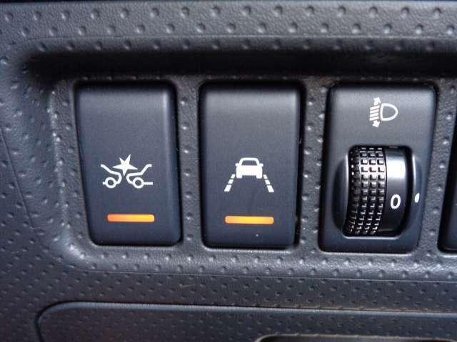 走行車線から逸脱しそうなとき警報によって注意を促す、車線逸脱警報(LDW)付き。