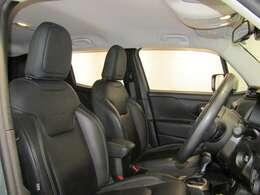 ブラックレザーシート搭載!シートヒーター付き車両ですので冬は暖かくしてお乗りいただけます。