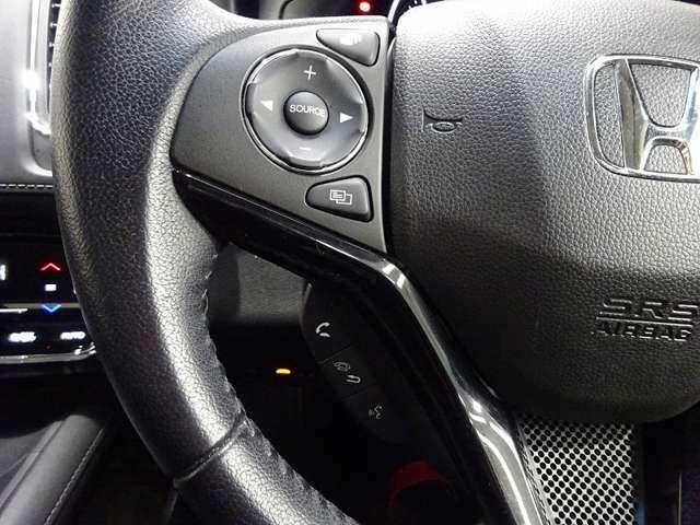 ハンドルにオーディオ操作が出来るオーディオリモートコントロールスイッチが付いてます!走行中も目をそらさずに手元で操作ができるので安全運転にもつながります!
