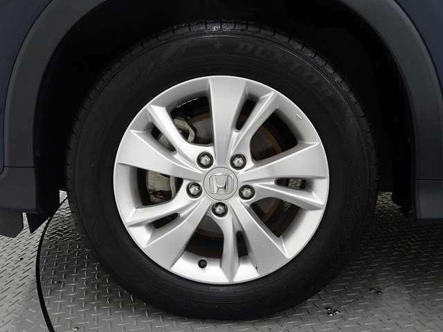 アルミホイールは安心のホンダ純正専用タイプなので車のデザインにもマッチしています。