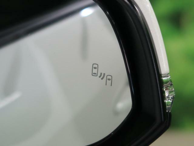 【ブラインドスポットモニター】死角に入った側面または後方自動車への衝突を防ぎます。