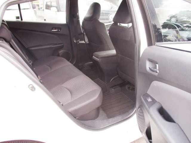 後部座席ドア内側部分には収納があります!