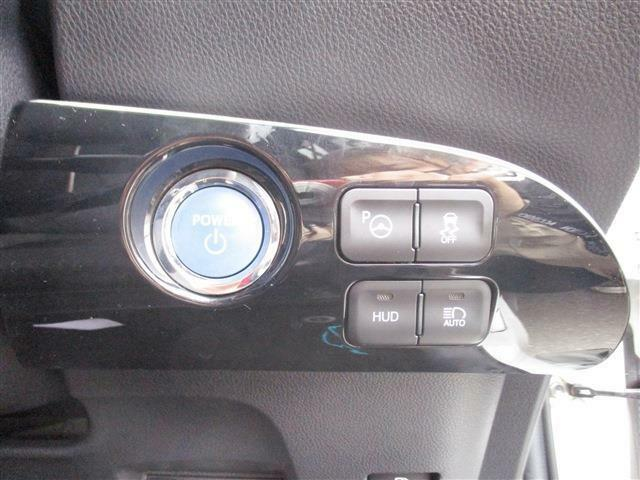プッシュスターターで簡単にエンジンの始動が行えます。パーキングアシストも付いているので難しい駐車も安心です!