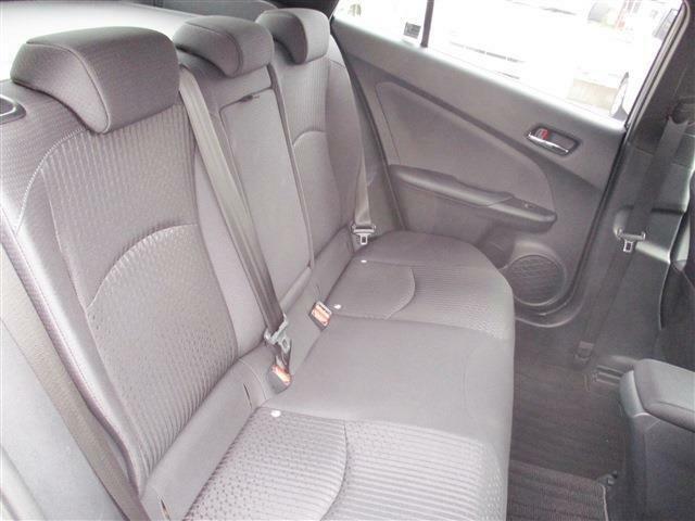 後部座席は背もたれがゆったりしているので長旅でもゆっくりです。
