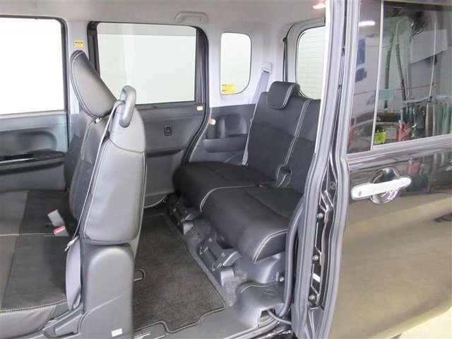 左側のセンターピラーという柱がありません。開口部が広くて助手席や後部座席への乗り降りがラクラクです♪もちろん、剛性もしっかり安全です。