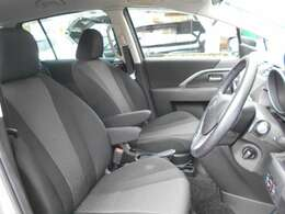運転席も広々、ドライブも楽しめますね♪実際お座りいただくのが、分かりやすいと思います。お気軽にご来店ください!