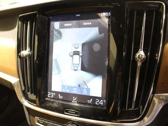 車を真上から見下ろしているような映像を表示させ、安全な駐車をサポートする360°カメラ!