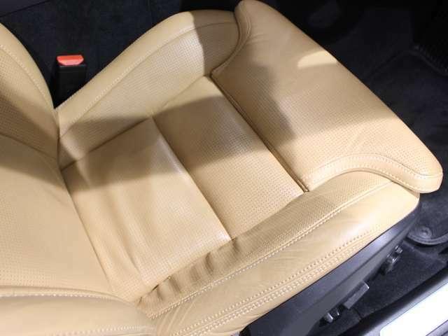 シート表皮には上質なパーフォレーテッド・ファインナッパレザーを使用 運転席・助手席にはマッサージも備わります。