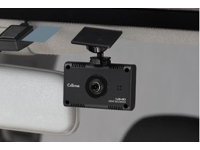 カメラ警告対応のセルスター製レーダー探知機に接続すればケーブル1本で電源がとれ、走行中の映像をモニターに表示できます。※別売オプションGDO-03、またはGDO-04が必要です。