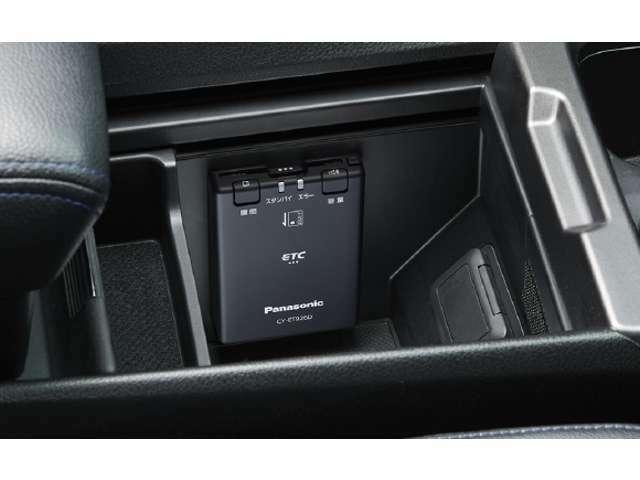 音声案内機能搭載走行中に視線を前方から外すことなくより安全に走行することができます。「履歴ボタン」を押すと、ETCカードの利用履歴を聞くことができます。