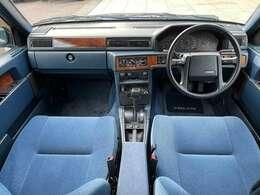 走行18000Km。ガレージ保管。内外装共に良好で目を見張るコンディションの個体です。車内にタバコなどの嫌なニオイもありません。