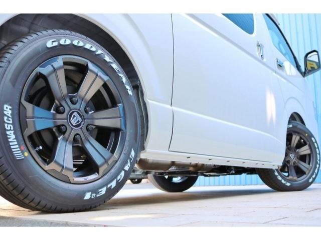 足元には新品のバルベログランデ17インチアルミホイール&新品ナスカータイヤを装着!