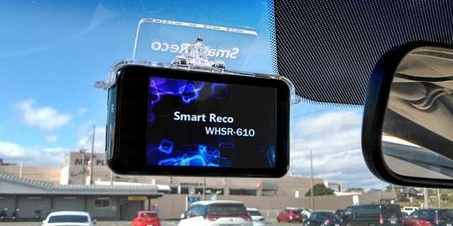 スマートレコは駐車中もクルマの監視を続けます。当て逃げやイタズラのデータも保存されます。