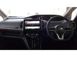 運転席も広々していて乗り心地が良い!視界も良いので、運転しやすいですよ。