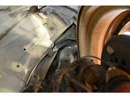 5つの整備プランあり!最上級プレミアムプランではロング保証が付きます!整備に自信があるからこそできる保証内容です。自社整備工場&板金工場併設で納車後も安心のカーライフをお楽しみください。