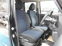 フロントシートはベンチシートとなっており、広々とした座り心地です♪ ちょっと一息の休憩もゆったりできますよ。