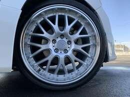 (新品20インチアルミ、新品タイヤ、ダウンサス)ダウンサスとロクサーニ、マルチフォルケッタ装着済みです!