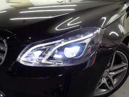 走行条件に合わせ車が自動で配光するLEDインテリジェントライトシステム!