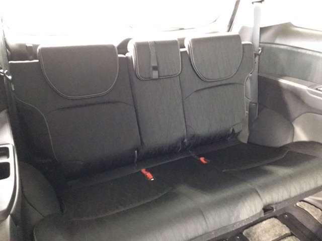 サードシートです。7人で快適なドライブをお楽しみください。シートアレンジも可能です。