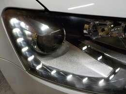 LEDポジションライトを装備したキセノンヘッドライト。